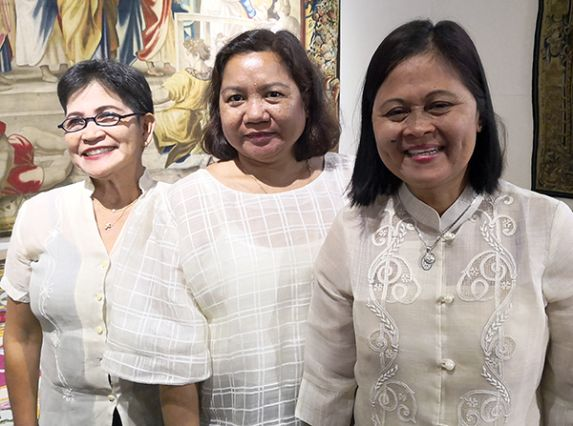 Magdalena Rosales, Nelia Rogano y Marilyn M. Tobias.